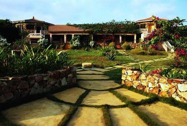 Guest House with beautiful garden / Beachfront