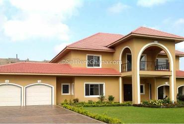 5 bedroom house with 2 boys' quarters selling in