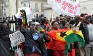Ghanaians protest against fraudulent votes in London.