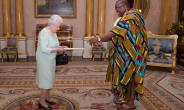 High Commissioner Victor Smith Presents Letters Of Commission To Her Majesty The Queen Of England