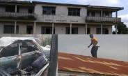 The bourt palace. INSET: The burnt car of the Omanhene (left) and the suspect, Patrick Ampofo on the roof