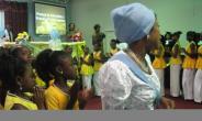 25 SENIOR MOTHERS VOLUNTEER TO SERVE AS MENTORS FOR GIRLS IN TORONTO.