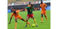 Cameroon's Maxim Choupo-Moting (centre) fends off Ivory Coast's Jean-Daniel Akpa-Akpro (left) and midfielder Cheick Tiote during a 2015 African Cup of Nations qualifier in Yaounde on September 10, 2014.  By Stringer (AFP)